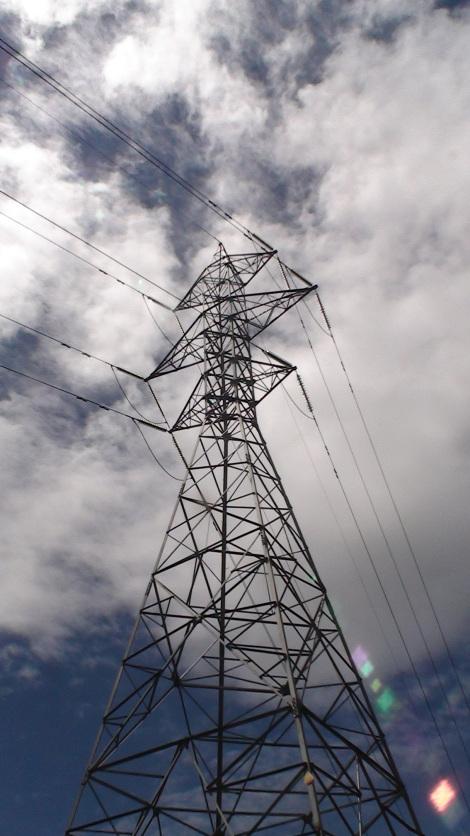 Torre de alta tensión en el Ganekogorta