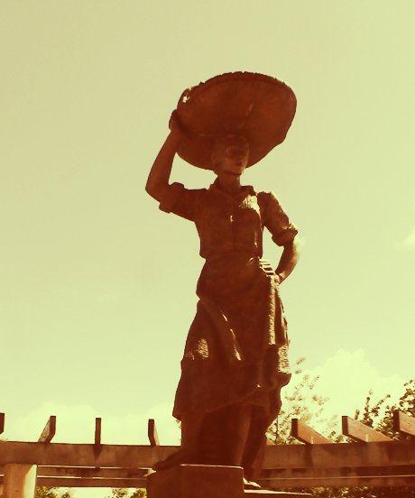 Sardinera, portando las sardinas sobre su cabeza, llegaban a hacer docenas de kilómetros para vender la pesca.